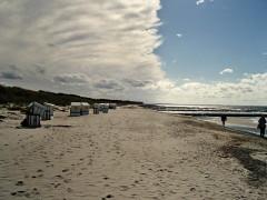 Wolken ziehen auf am Strand von Neuendorf
