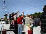 Abschied auf dem Oberdeck einer Fähre der Reederei Hiddensee