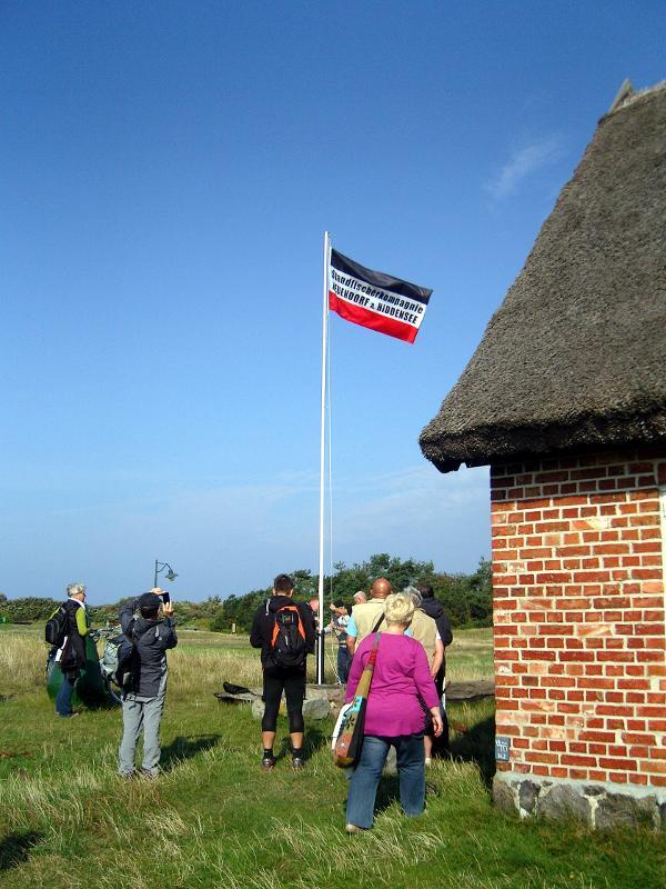 gehisste Flagge vor Neuendorfer Fischereimuseum
