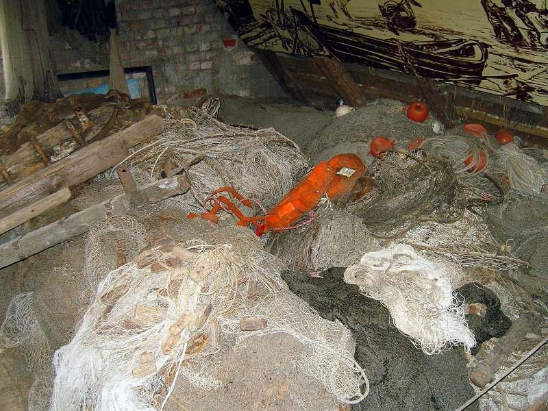 Netze auf dem Trocknungsboden des Fischereimuseums Neuendorf