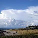 Der Steinschutzwall (Huckemauer) läuft aus, Der Kloster-Strand endet, der Vitte-Strand beginnt.