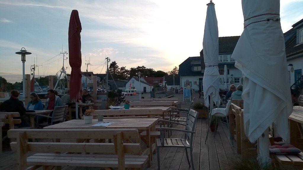 Abendstimmung beim Hafenkater in Vitte auf Hiddensee