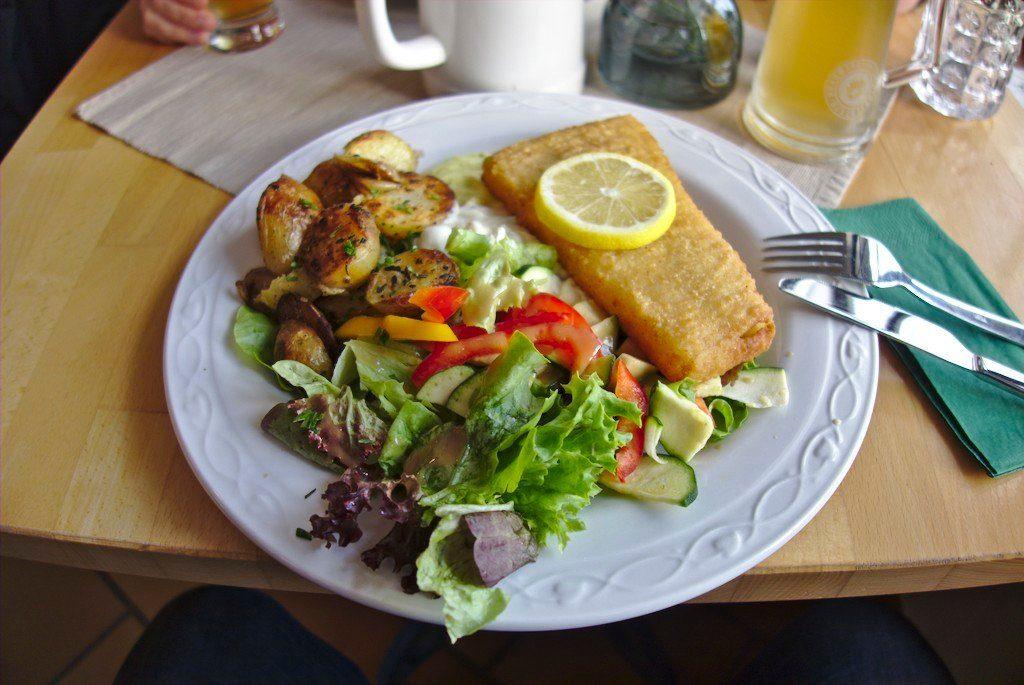 Der leckere Backfisch in Schillings Hafenamt in Kloster