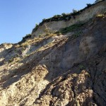 Auch die Hiddenseer Steilküste bildet ab und an Überhänge. Gefährlich, wenn sich so ein Brett löst.