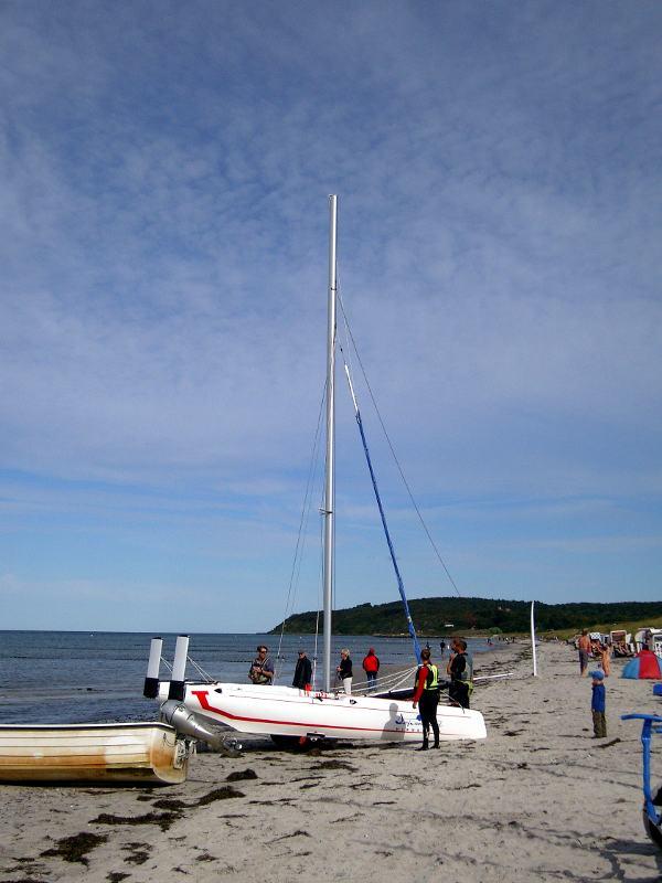 Einweisung vor dem Segeln am Strand von Hiddensee